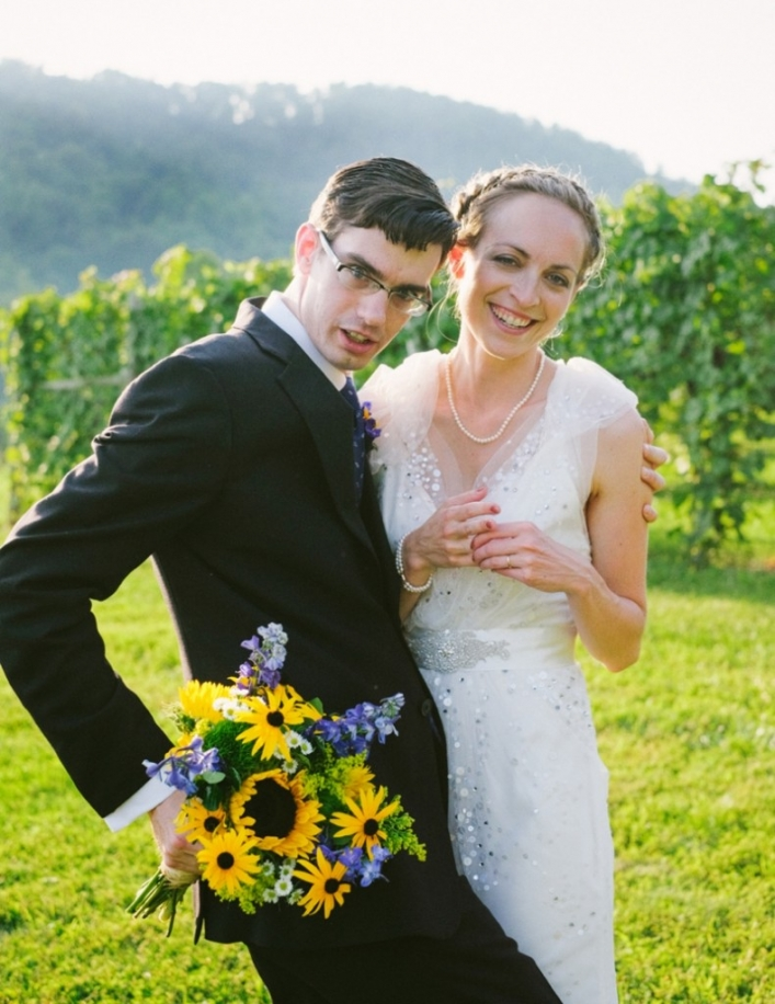jason keefer photography delfosse vineyard wedding funny bride and groom portrait