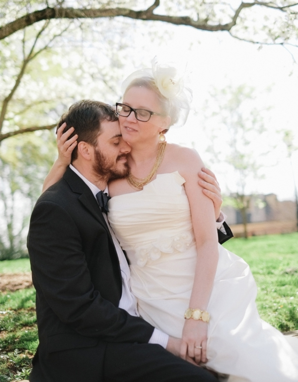 charlottesville wedding photographer jason keefer photography bride and groom outdoor portrait natural light va inn at court square