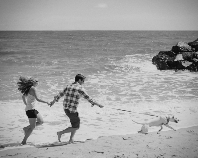 jason keefer photography virginia beach engagement fort story black and white running