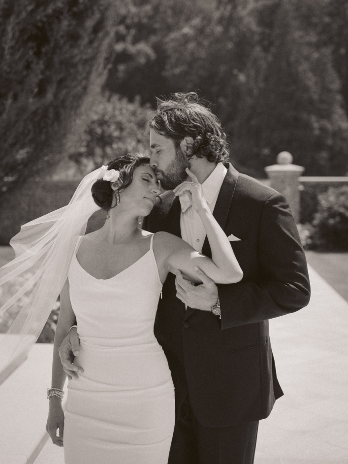 jason keefer photography grace estate winery wedding crozet black and white bride and groom romantic portrait